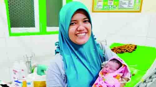 Ditugaskan di Pelosok Sulawesi, Bidan Cantik Asal Agam Penuh Suka Duka
