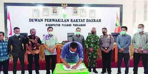 DPRD Padangpariaman Tetapkan Bupati dan Wakil Bupati Terpilih, Suhatri Bur dan Rahmang Dilantik Gubernur Sumbar