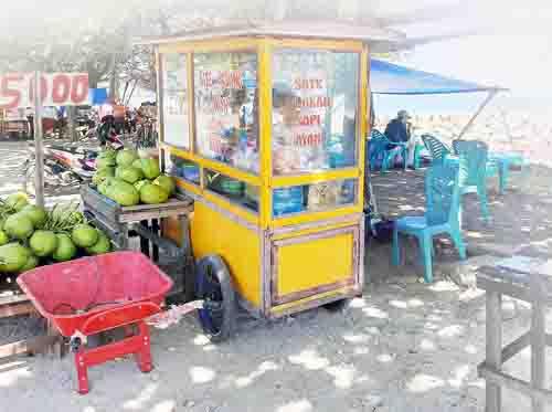 Harga Makanan di Pantai Padang Mencekik