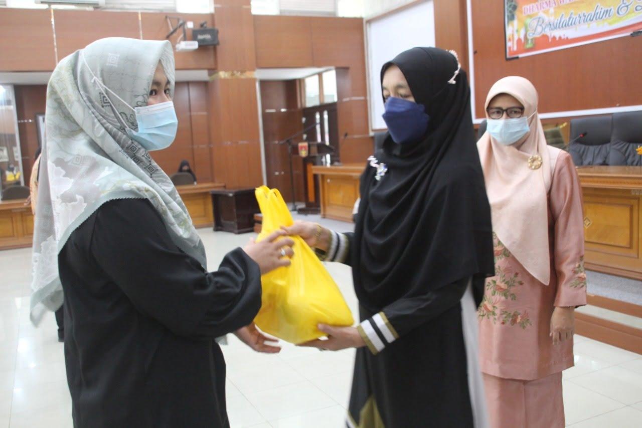 Ramadhan, DWP Bukittinggi Berbagi